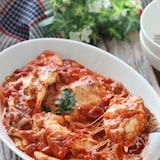 簡単お手軽♡鶏むね肉と舞茸のガーリックトマトバジルチーズ煮