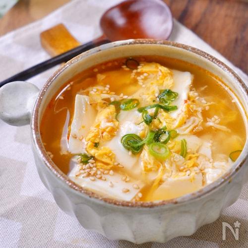 簡単おいしい♡『崩し豆腐とふわたまのピリ辛中華スープ』
