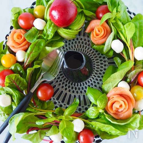 【いつもの材料で簡単】アボカドとサーモンのリースサラダ