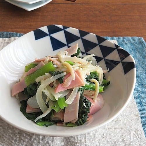 レンジで簡単☆小松菜と新たまねぎのじゃこバター醤油和え