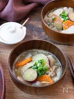 【秋の根菜たっぷり!】ごま風味の具だくさん豚汁