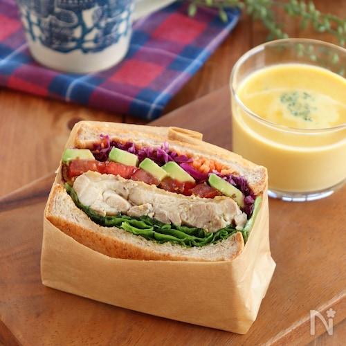 ハニーマスタードチキンのサンドイッチ