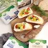 朝食やブランチにぴったり!なめらかなクリームチーズで作る夏野菜マリネのオープンサンド