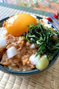 〝長芋と納豆の白だし漬けたまご丼〟漬けて混ぜてのせるだけ