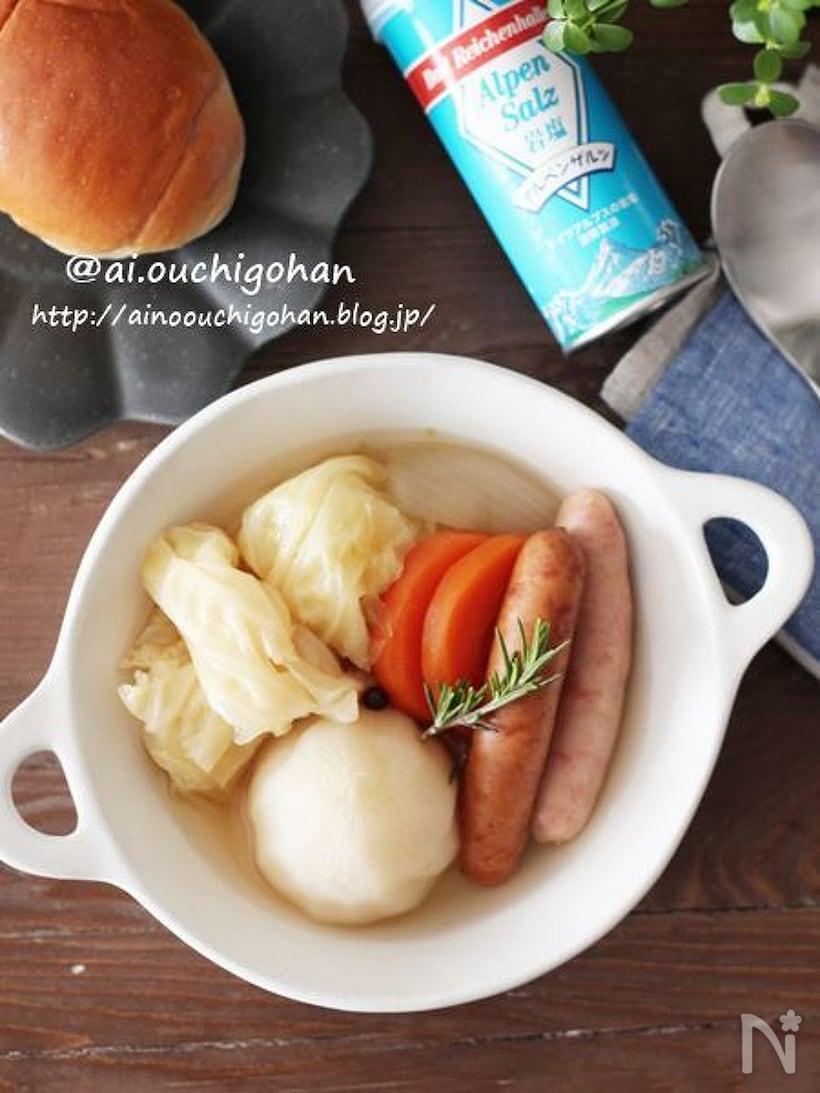 スープカップに入ったゴロゴロ野菜のポトフ