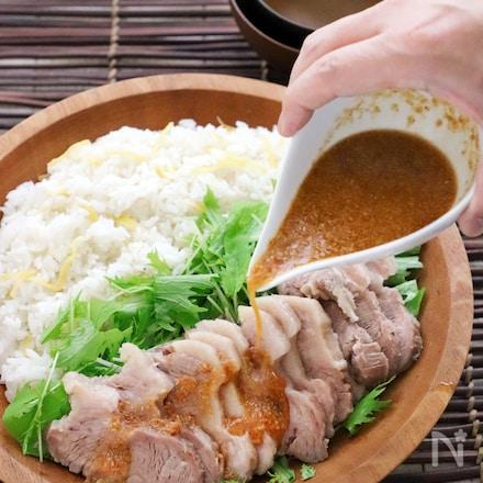 炊飯器で同時におかずとご飯☆もっちり蒸し豚と生姜ご飯
