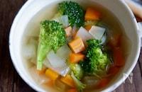 野菜不足解消♡緑黄色のコンソメスープ