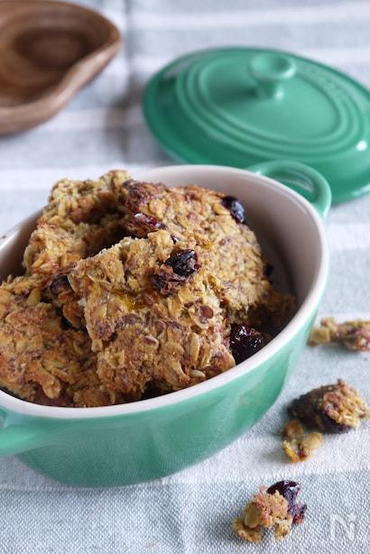 小麦粉・ お砂糖なし、柿と乾燥おからとグラノーラを入れるクッキー