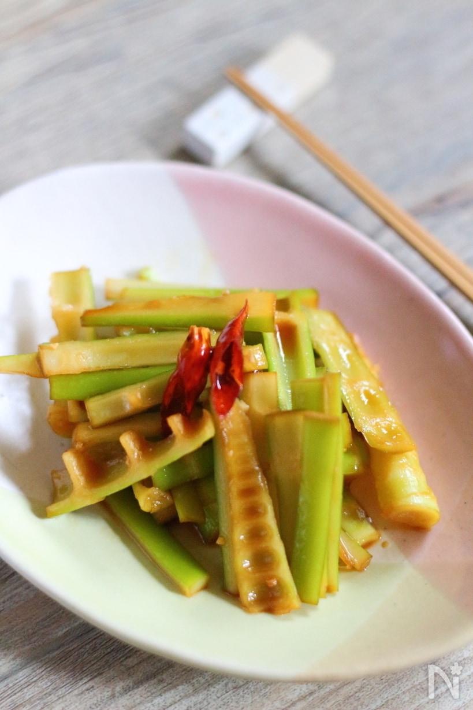 鷹の爪を飾った淡竹のメンマ風炒め物