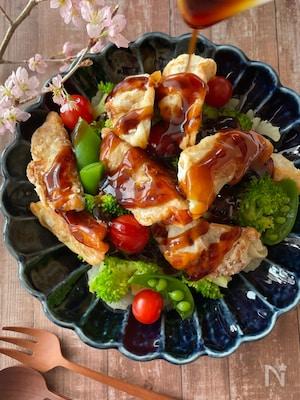 美味しいハーモニー♪春野菜と揚げ焼き餃子の甘酢餡かけサラダ