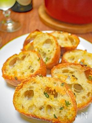 ガーリックトースト(フライパンで簡単!こんがり&ジューシー)