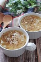ベーコンと玉ねぎのコンソメガーリックワンタンスープ♡