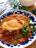 パーティーにも♡鶏むね肉のベーコンチーズサンドトマト煮込み