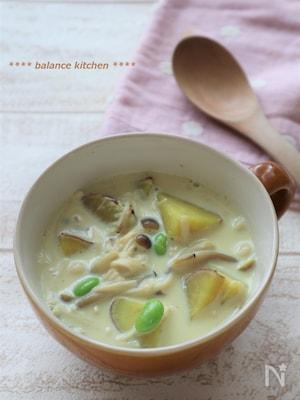 食べるスープで満足!さつまいもときのこの豆乳カレースープ
