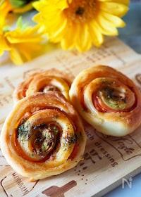 『【発酵なしのお手軽パン】ハムとバジルのうず巻きロールパン♪』