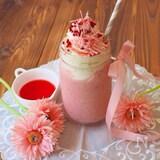 ピンク色が可愛い♡ストロベリーフラペチーノ