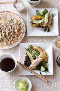 夏野菜たっぷりの天ぷら蕎麦。