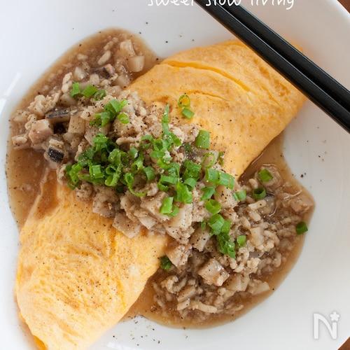 鶏ひき肉とれんこんのあんかけオムレツ 黒胡椒風味