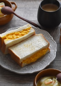 『【材料2つ・調味料1つ】濃厚しっとりスクランブルエッグサンド』