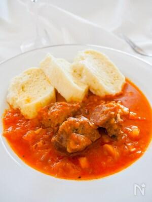 チェコの定番料理、豚肉のグラーシュ