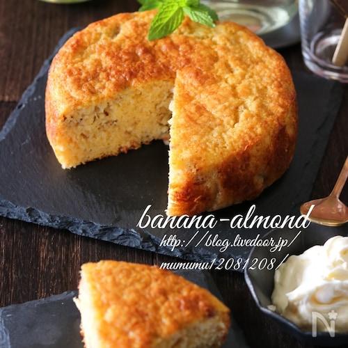 混ぜて焼くだけ!バナナアーモンドケーキ。