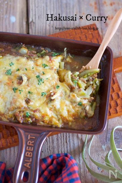 四角いグラタン鍋に入ったチーズたっぷりの白菜カレーグラタン