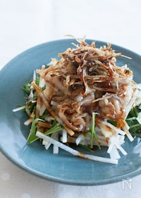 『豚肉とカリカリごぼうのせ 中華風大根サラダ』