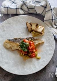 『鱈のムニエル。プチトマトとグリーンオリーブのソース』