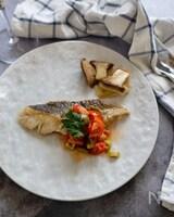 鱈のムニエル。プチトマトとグリーンオリーブのソース