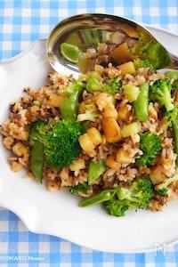 新じゃがと緑野菜のスパイシー炒めごはん