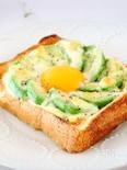 とろ〜り♪美味しい♡アボカドエッグトースト
