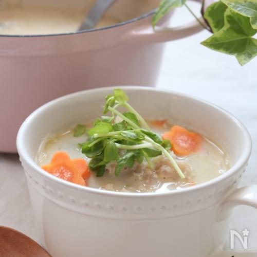 鶏ひき肉で旨味たっぷり!春雨スープ