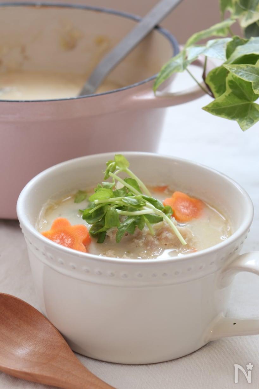 スープカップに注がれた 鶏ひき肉で旨味たっぷり!春雨スープ