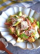 アボカドとカリカリベーコンのガリぽんサラダ