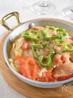 【下味冷凍肉で】鶏むね肉とトマトとチーズの重ね焼き