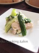 蒸し鶏ときゅうりの塩ダレサラダ
