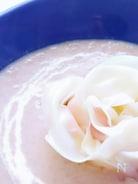 マッシュルームスープ 餃子の皮で作ったバラのラビオリ