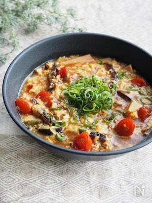 干し椎茸とミニトマトの酸辣湯麺
