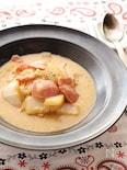 コクと旨味を堪能!とろけるチーズとベーコンの白菜スープ煮