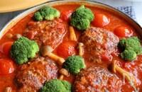 ごろごろ野菜の煮込みハンバーグ