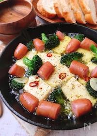 『なぜか美味しい♡節約♪豆腐とソーセージのアヒージョ』