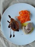 本日のオードブルバリエ。たまねぎのロースト、人参とオレンジのサラダ、鰹の瞬間ボイル。