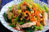 レンジで完結!蒸し鶏入り彩り野菜のおかずナムル