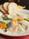 フライパンで簡単!サーモンと春野菜のクリームシチュー