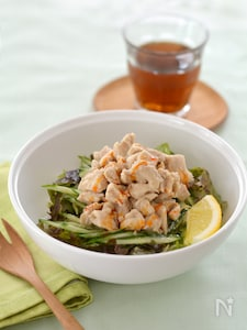 ピリ辛ねりごまチキンのサラダ丼