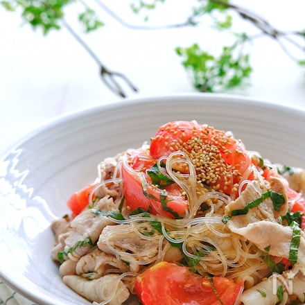 【らくレピ】ぽん酢使用!茹で豚とトマトとしその春雨サラダ