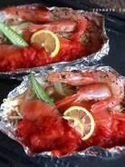 焼くよー♡鮭と有頭えびのトマトソースホイル焼き♪( ´▽`)