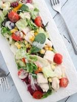 手作り鶏ハムでボリュームたっぷり彩りサラダ♪