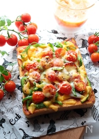 『ミニトマトたっぷりのピザトースト』