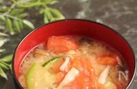 ズッキーニとトマトのお味噌汁